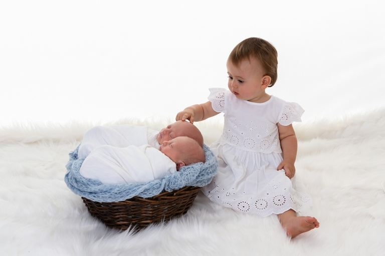 affordable family photography affordable newborn photos perth baby photography perth newborn baby photography perth newborn baby portraiture newborn photography twin baby photography twin newborn photography  0987001websize%28pp_w768_h511%29